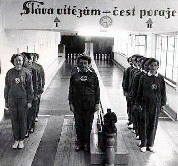 Mistrovsví ČSSR 1955 v Brně. Ženy TJ Jičín vybojovaly bronzové medaile.