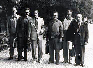 Jičín A 1957: Chaloupský, Hnízdil, Stehlík, Brendl, Lukavec, Hlaváček před odjezdem k mistrovskému utkání.