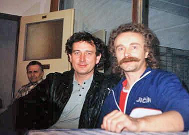 Láďa Křivka a Jarda Egrt, v pozadí František Kynčl
